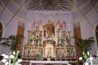SAN.Michele mentre esce dalla cappella x essere deposto sull'altare maggiore. 8 Maggio 2006  - Acireale (1821 clic)