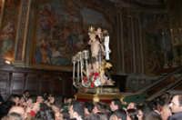 20 Gennaio 2006 san.Sebastiano,viene portato sulla varetta in piazza Duomo  - Acireale (2299 clic)