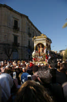 20 Gennaio 2006 san Sebastiano arriva alla vecchia stazione  - Acireale (1509 clic)