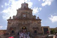 10 AGOSTO 2006 SPETTACOLARE USCITA DEL SIMULACRO DI SAN SEBASTIANO SOTTO IL LANCIO MULTICOLORE DEI TRADIZIONALI NZAREDDI.  - Palazzolo acreide (1534 clic)