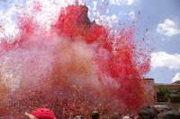 10 AGOSTO 2006 SPETTACOLARE USCITA DEL SIMULACRO DI SAN SEBASTIANO SOTTO IL LANCIO MULTICOLORE DEI TRADIZIONALI NZAREDDI.  - Palazzolo acreide (1338 clic)