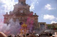 10 AGOSTO 2006 SPETTACOLARE USCITA DEL SIMULACRO DI SAN SEBASTIANO SOTTO IL LANCIO MULTICOLORE DEI TRADIZIONALI NZAREDDI.  - Palazzolo acreide (1356 clic)