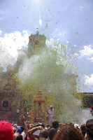 10 AGOSTO 2006 SPETTACOLARE USCITA DEL SIMULACRO DI SAN SEBASTIANO SOTTO IL LANCIO MULTICOLORE DEI TRADIZIONALI NZAREDDI.  - Palazzolo acreide (1343 clic)