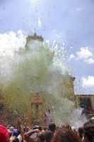 10 AGOSTO 2006 SPETTACOLARE USCITA DEL SIMULACRO DI SAN SEBASTIANO SOTTO IL LANCIO MULTICOLORE DEI TRADIZIONALI NZAREDDI.  - Palazzolo acreide (1555 clic)