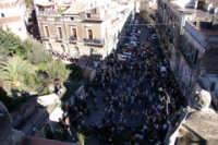 20 Gennaio 2006 ,san Sebastiano arriva in piazza san. Michele visto dal campanile  - Acireale (1900 clic)