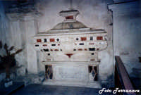 Sarcofago in SS.Salvatore (Foto concessa da Lillo Terranova)  - Naro (2345 clic)