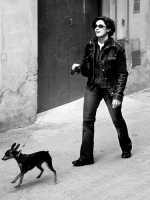 Giovane donna a passeggio con il cane.  - Valguarnera caropepe (8772 clic)