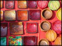 Colori di una bancarella (festività di Maggio in onore del patrono).  - Licata (5249 clic)