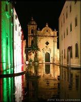Chiesa del SS Salvatore A sinistra: il chiostro di Sant'Angelo illuminato del tricolore in occasione del 150esimo anniversario dell'unità d'Italia.  - Licata (16532 clic)