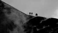 Cratere centrale. Foto non particolarmente nitida a causa dei fumi ed un velo di nebbia.  - Etna (3473 clic)