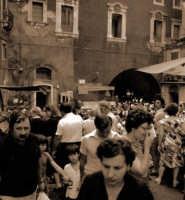 Mercato del pesce nei pressi di Piazza Duomo. Avevo comprato due chili di alici e, arrivato a casa...tatà...il peso era di chili 1,20!  - Catania (4001 clic)