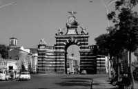 Porta Garibaldi, 1964 - Un monumento coi fiocchi!!!  - Catania (3953 clic)