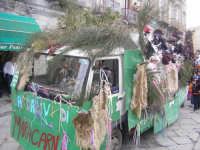 Carro dei ragazzi delle Parrocchie dei Santi Basilio e Marco,carnevale 2006.  - Novara di sicilia (6734 clic)
