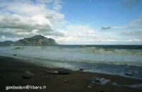 Monte pellegrino visto da una delle spiaggie d est di Palermo - dicembre 2004  Daniele Gambassi