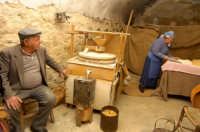 presepe vivente 2005: mulino per la farina  - Monterosso almo (7464 clic)