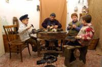 presepe vivente 2005: scarparu o calzolaio  - Monterosso almo (2448 clic)