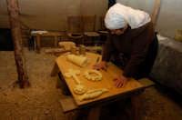 presepe vivente 2005: PANE  - Monterosso almo (1844 clic)