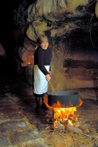 presepe vivente 2005: caliara, tosta i ceci nella sabbia  - Monterosso almo (2427 clic)