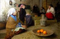presepe vivente 2005: le comari  - Monterosso almo (1860 clic)