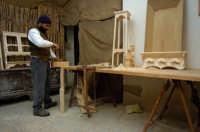 presepe vivente 2005: falegname  - Monterosso almo (2150 clic)