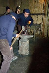 presepe vivente 2005: fabbro  - Monterosso almo (2522 clic)