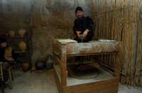 presepe vivente 2005: vasaio  - Monterosso almo (2081 clic)