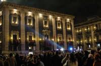 Sant'Agata 2006, piazza Duomo affolata durante l'offerta dei fiori alla Santa  - Catania (2338 clic)