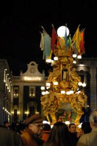 Sant'Agata 2006, una candelora in piazza Duomo  - Catania (2253 clic)