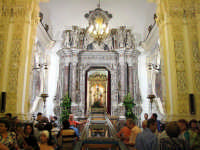 San Pancrazio esce dalla sua abituale residenza per recarsi in chiesa il giorno 29 del mese di giugno,risalirà nella nicchia il 9 Luglio.  - Taormina (7422 clic)