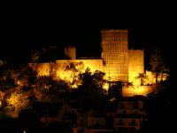 Castello Arabo Normanno prima dell'ultimo restauro. Foto in notturna scattata da Monte delle Rose  - Salemi (5039 clic)