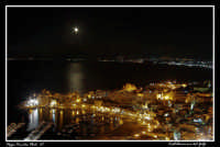 Vista notturna di Castellammare del golfo al chiaro di luna.  - Castellammare del golfo (2713 clic)