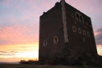 Suggestivo tramonto al castello di Paternò.  - Paternò (2425 clic)