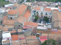 I tetti e la piazzetta principale, dal castello.  - Santa lucia del mela (3767 clic)