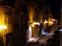 Una via del centro, la sera dell'Epifania dell'anno 2006.  - Monterosso almo (2358 clic)