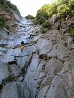 Etna, versante sud, una parete scalabile nel sito di un'antichissima cascata. La cascata, si ritiene, era attiva sino a circa diecimila anni fa grazie alla presenza di nevi perenni, dovute sia al diverso clima, sia alla maggiore altezza del vulcano.  - Etna (2918 clic)