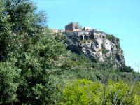 Veduta parziale della rocca dalla valle del Sieli.  - Motta sant'anastasia (5579 clic)