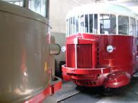 Littorine nel deposito della stazione della Ferrovia Circumetnea. Sono mezzi entrati in funzione nel 1938 e utilizzati sino alla fine degli anni '50. Perfettamente restaurati, quello in secondo piano è nei colori originali.  - Bronte (7377 clic)