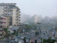 Via Giuffrida, foschia maggio 2005  - Catania (3097 clic)
