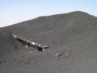 Torre del Filosofo - 2920 mt slm - Coperta dalla cenere lavica dell'eruzione 2002  - Etna (7763 clic)