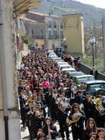 processione delle palme 2005 nella via del centro del paese  - San salvatore di fitalia (9066 clic)