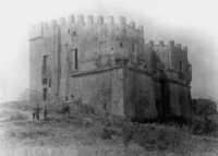 castello bastione nei primi del 900 (collezione privata della fam. D'amico Johnson,ex propretaria del castello)  - Capo d'orlando (5910 clic)