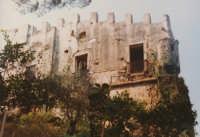 castello bastione negli anni 1980  (coll.privata della famiglia D'amico Johnson,ex proprietaria del castello  - Capo d'orlando (6912 clic)