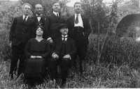 Don Giovanni Volpe,mio nonno,con i suoi fratelli ed il cognato l'Avv.Bettino Catania  - Motta d'affermo (6281 clic)