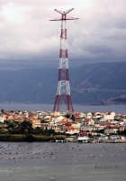 il pilone sovrastante  - Torre faro (8586 clic)