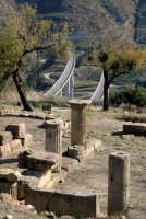 Halesa:vestigia di antiche civiltà con sfondo autostradale  - Tusa (4841 clic)