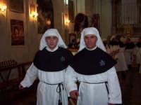 Confrati della Venerabile Confraternita della Carità di Licata (Ag) Foto scattata nel mese di Marzo 2005  - Licata (3611 clic)
