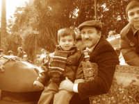 Il piccolo Alberto sul carretto siciliano. Sagra del Mandorlo in fiore 2006.  - Agrigento (3094 clic)