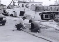 marinai che sacciano le reti   - Sciacca (2228 clic)