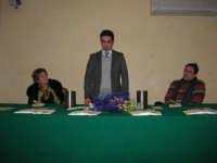 Piero Tuzzo presenta il libro Disfunzioni Celebrali, Poesie, poemetti e altro. Intervengono i sigg. Antonietta Pirrone e Vincenzo Caico - Hotel Centrale - 27 dicembre 2008  - Alcamo (4169 clic)
