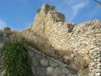 sulla rupe i ruderi del Castello Eufemio, di epoca medievale - 4 ottobre 2007   - Calatafimi segesta (642 clic)